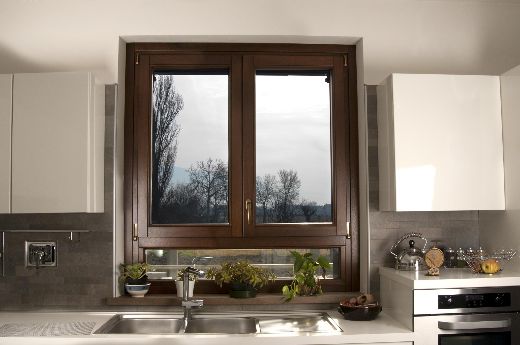 Porte e finestre in legno guarnizioni foggia san severo puglia - Porte finestre legno ...